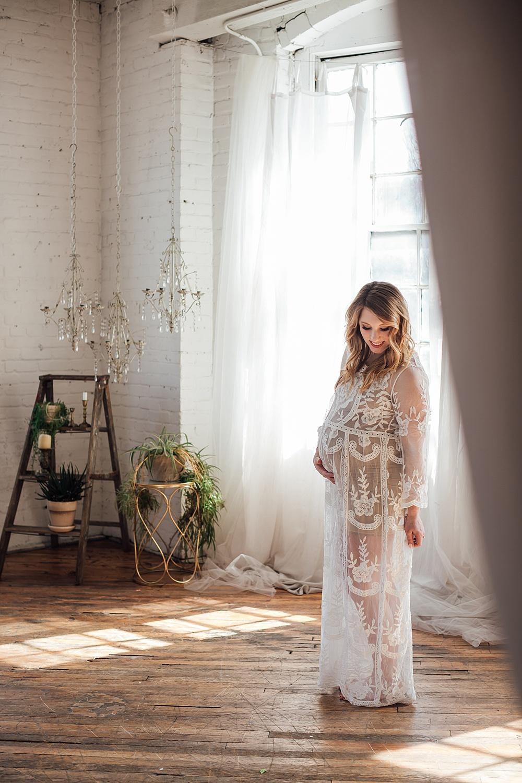 warehouse_studio_maternity_photography11.jpg