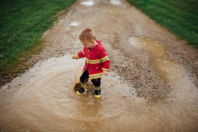 He loves his firefighter rain coat, wants to be just like daddy 🚒⠀ .⠀ .⠀ .⠀ .⠀ .⠀ .⠀ .⠀ #studiophrene #studiophrenelifestyle #mykids #SethandChaya #muddypuddles #puremichigan #rainyday #lookslikefilmkids #dearphotographer #jj_its_kids #candidchildhood #magicofchildhood #documentyourdays #gooutandshoot #momtog #
