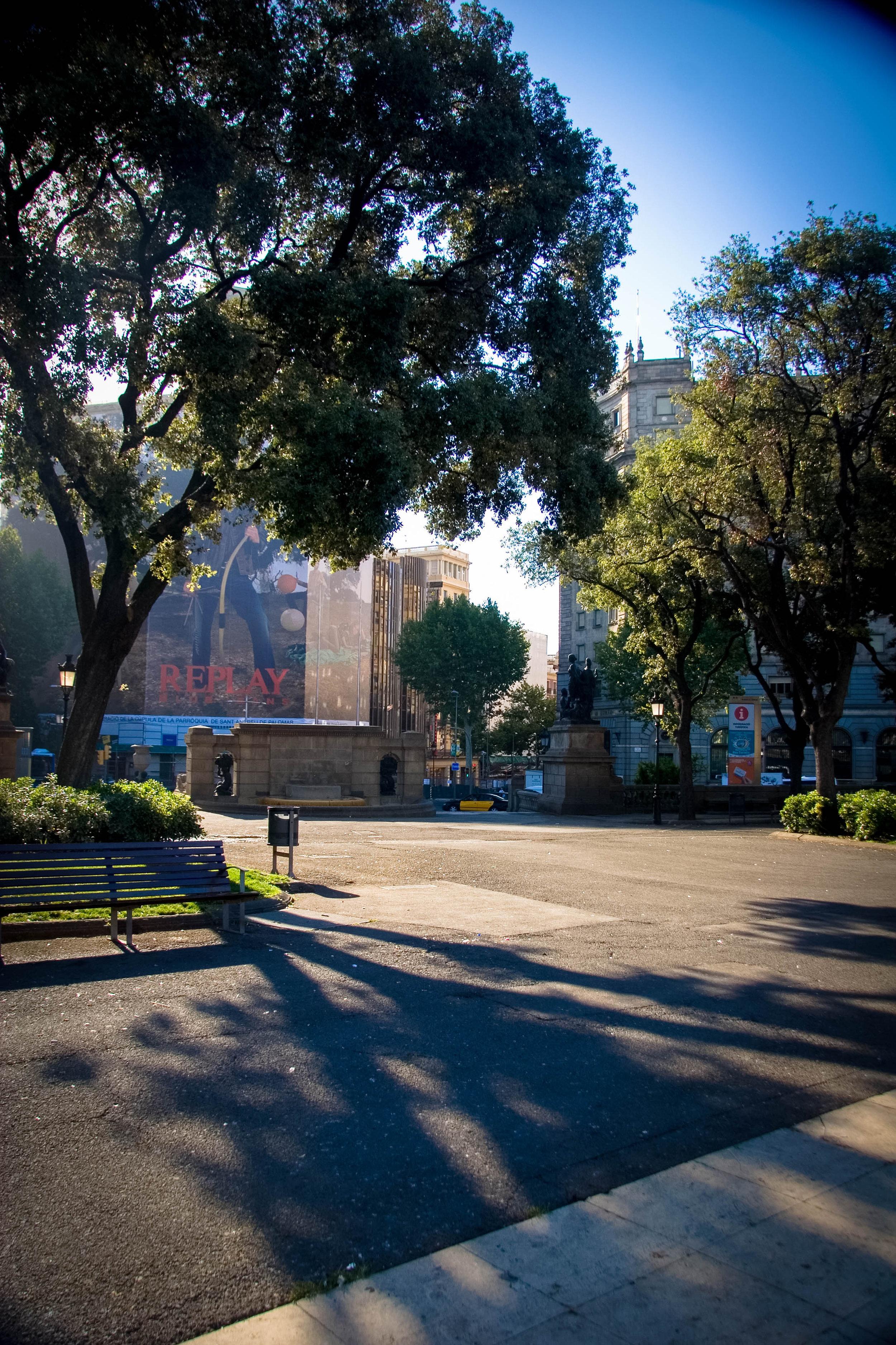 6am on a Friday in Plaza Catalunya. Barcelona