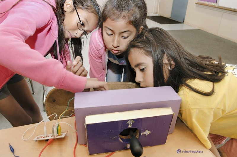 Lori Castañeda (Left) during the first Creative Electronics Program at Telfair Elementary in 2012.