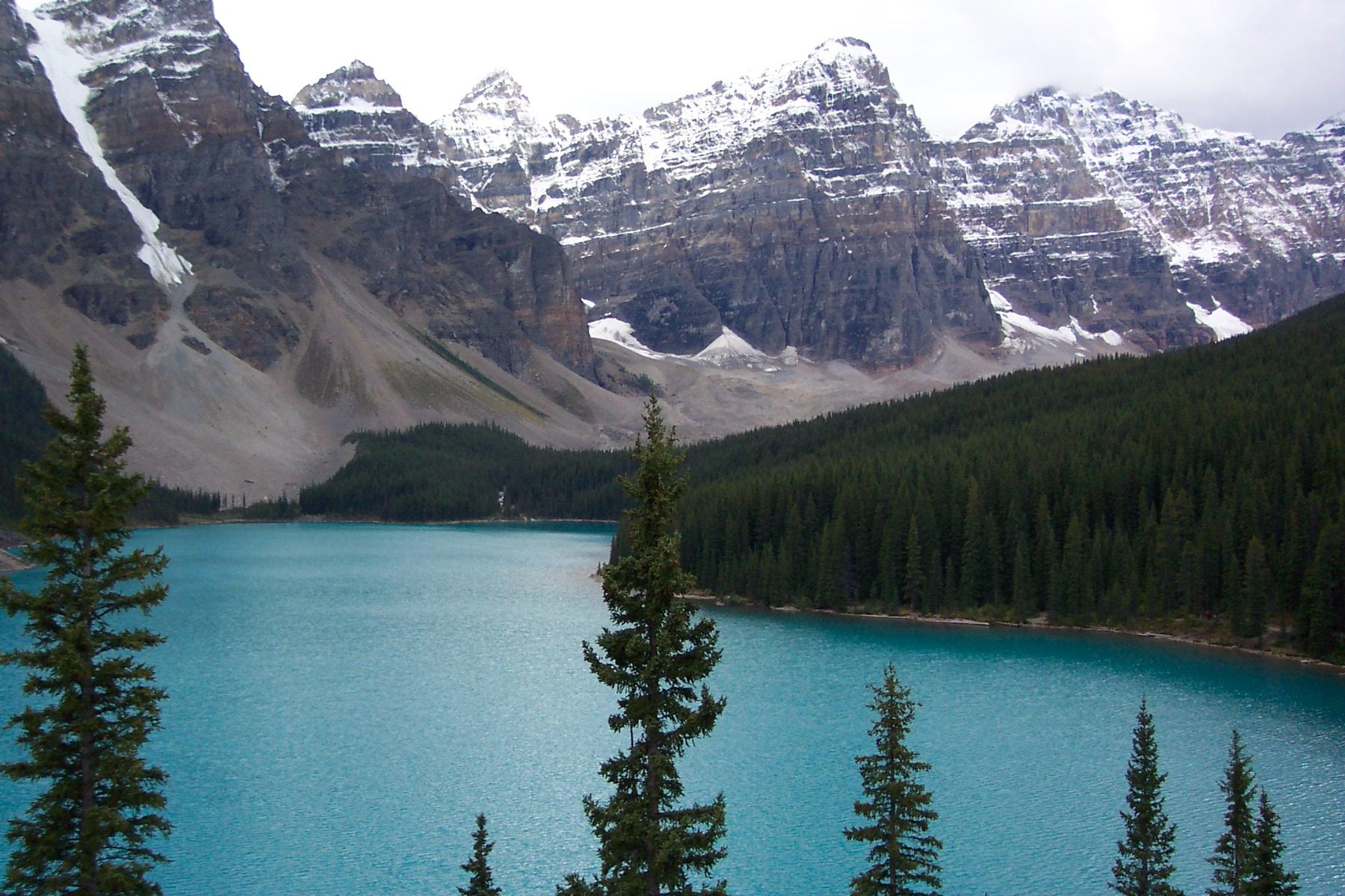 Moraine_lake_in_Banff_national_park.jpg