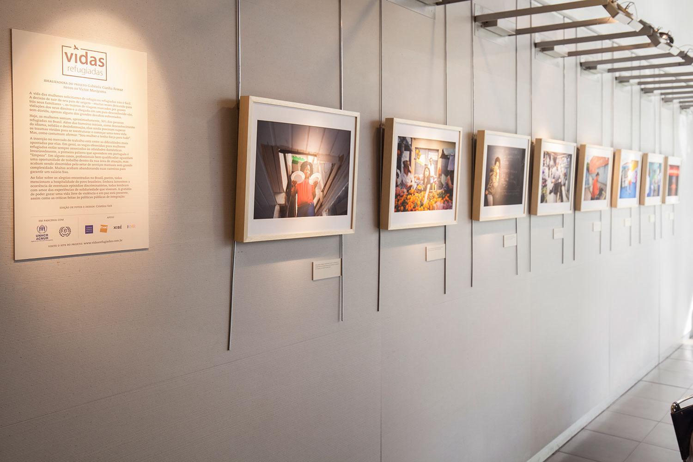 Edição de fotos e design da exposição  Vidas refugiadas , do fotógrafo Victor Moriyama.   Fnac Paulista, março 2016. Fotos da exposição de Djan Chu