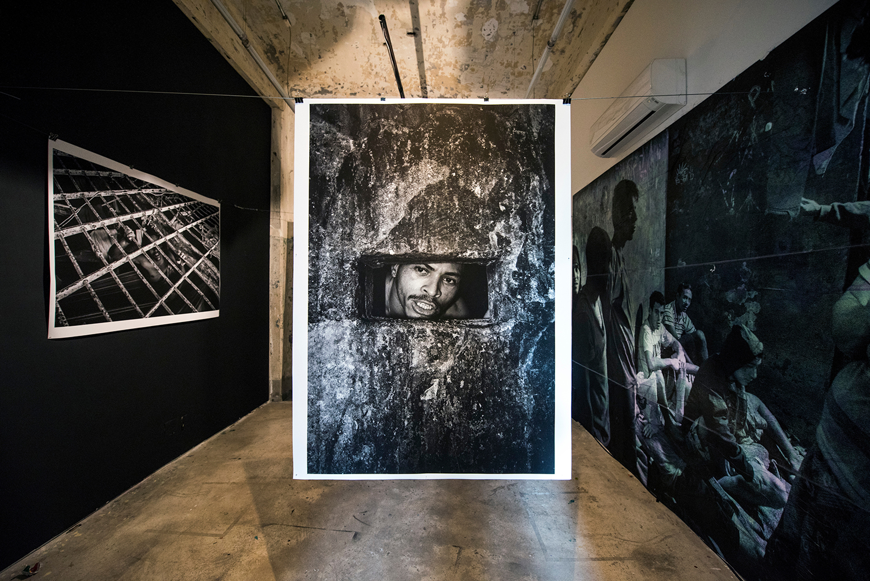 Co-curadora da  Foto Invasão , festival de fotografia com instalações, projeções, exposição coletiva, debates, workshops, venda de prints | Red Bull Station, São Paulo, 2016 e 2018. Instalação de Tommaso Protti, foto de Ignacio Aronovich