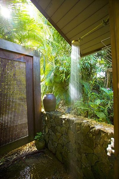 Outdoor_Shower_-_panoramio.jpg
