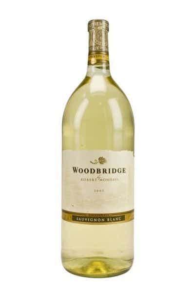 Woodbridge Sauvignon Blanc - Bottle.jpeg