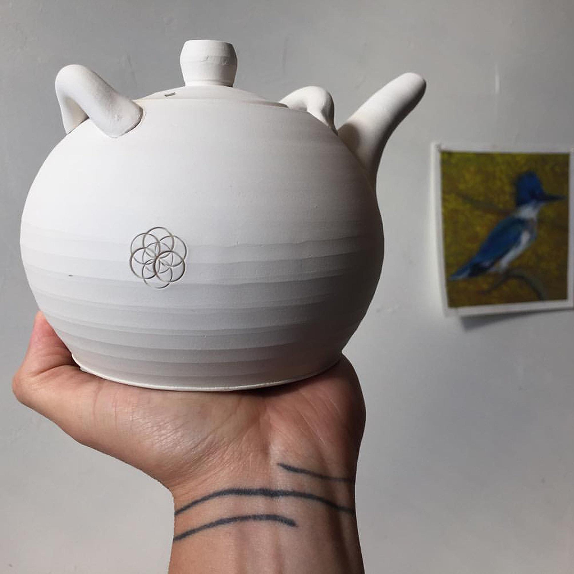 angus+hand+holding+pot.jpg