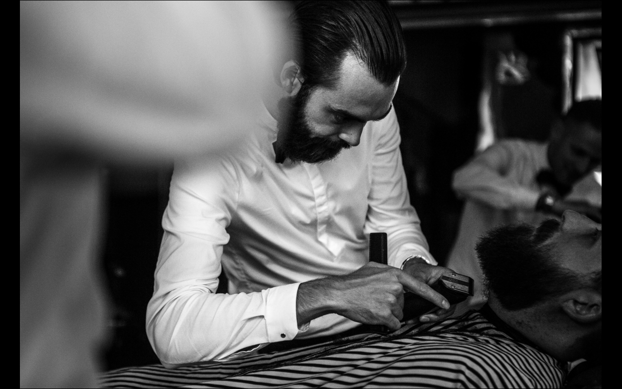 Oliver Jacob trimming a beard
