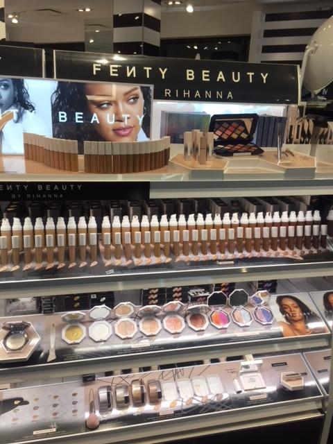 I went make-up shopping with my mom tonight and discovered the magic of Fenty. As a woman of color, it was amazing to find a line with so many shades and complexities! I'm obsessed