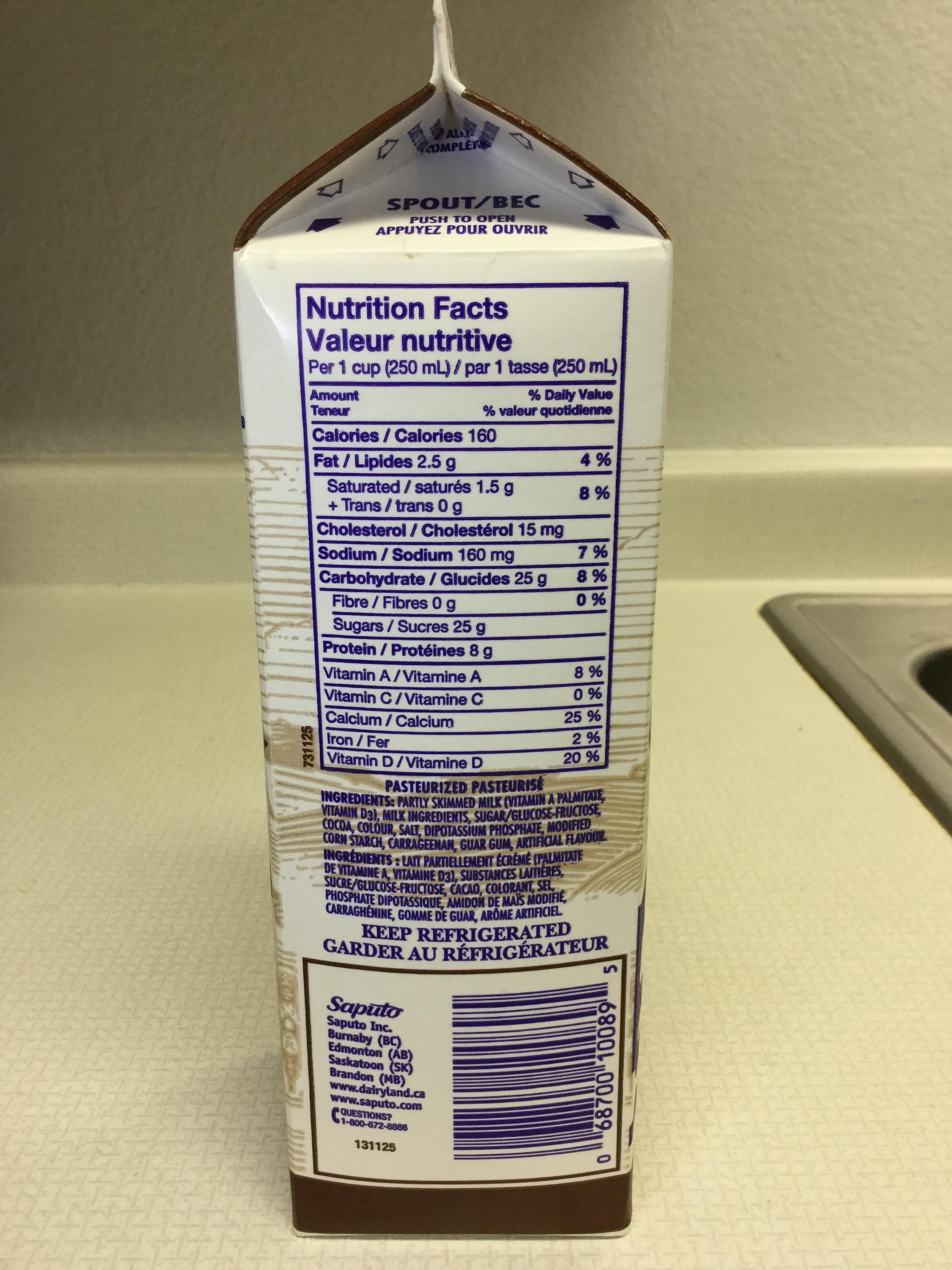 Dairyland Chocolate Milk Beverage (946mL carton) Side 1