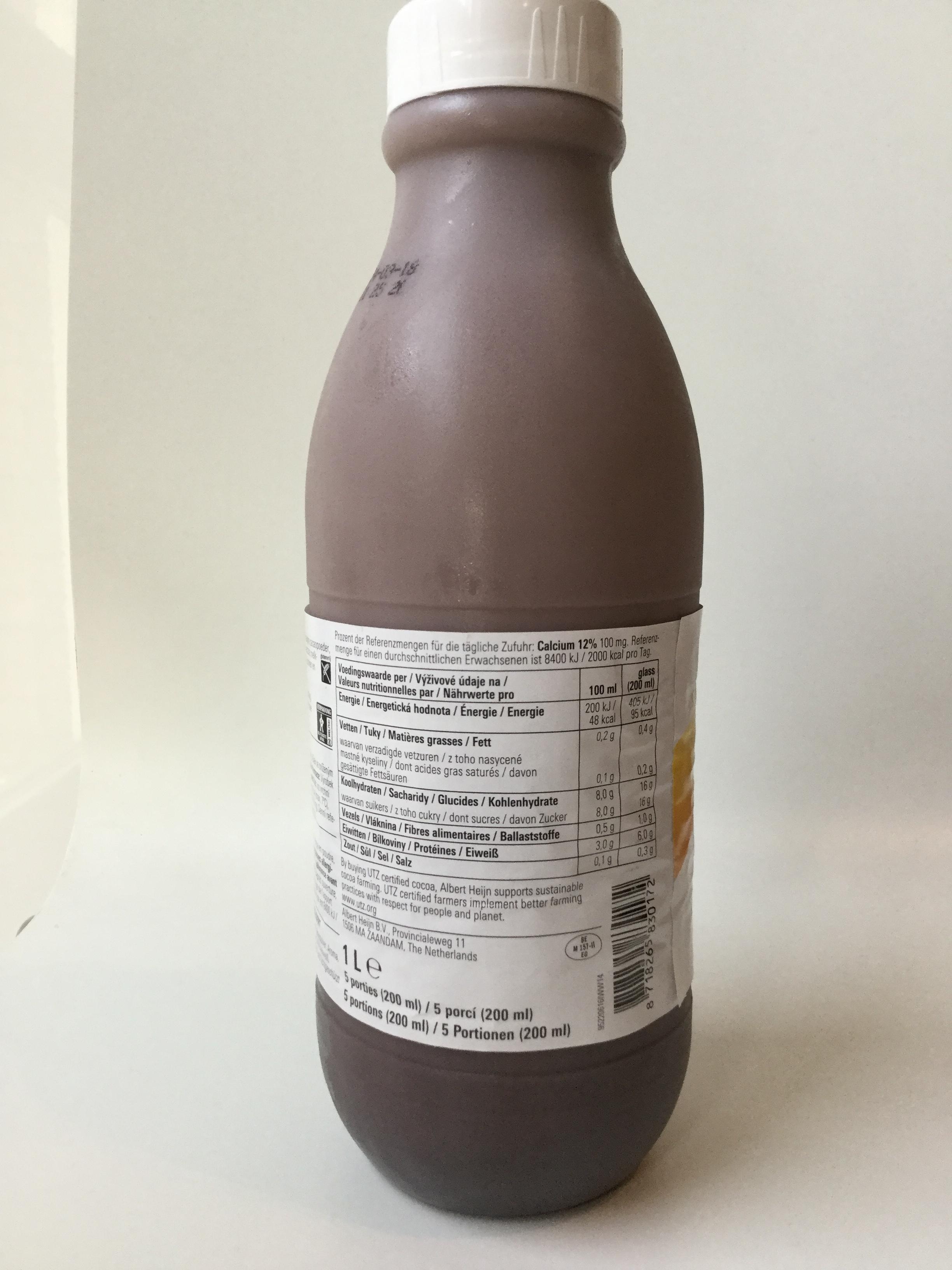Albert Heijn Basic Skimmed Choco Milk Side 1