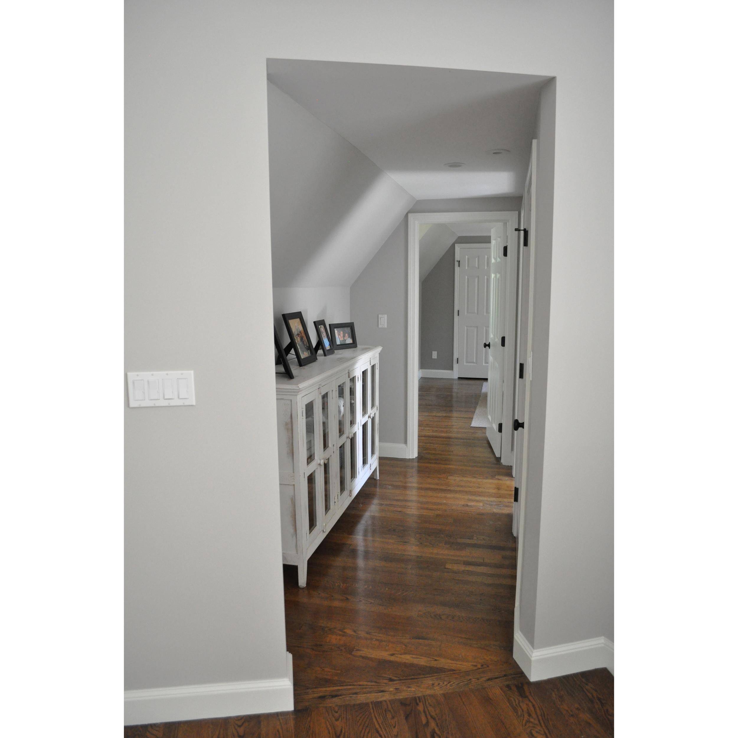inside_10_stair_hallway 2.jpg