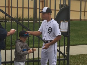 Autographs at Detroit Tigers spring training, 2015