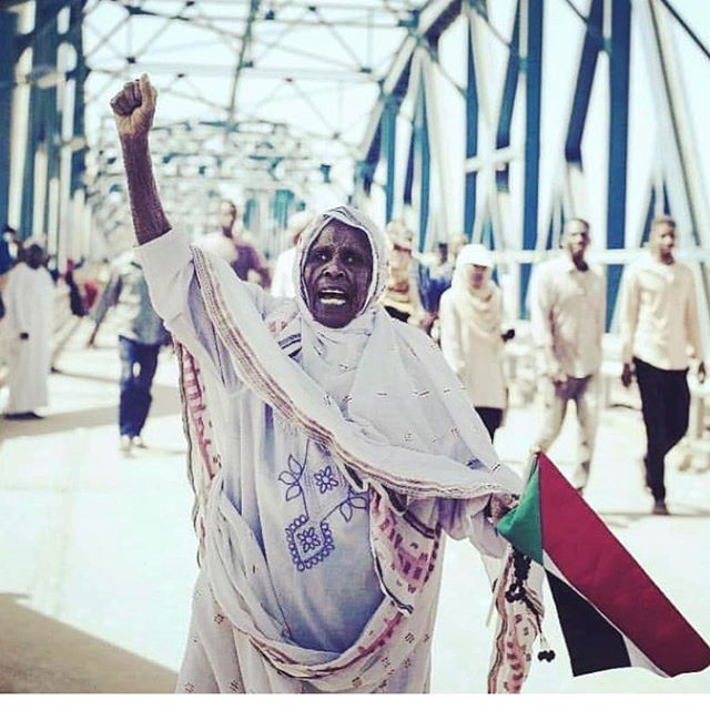 We are failing our brothers and sisters in Sudan 🇸🇩 who have had enough and standing up against a government that has oppressed them/us for to long. The shake up in Africa is real . The rumble of dissatisfaction is reaching a tipping point and stool pigeon African governments are all on shaky ground. Sudan We Stand With You . 🇸🇩 ❤️❤️✊🏿 Daily updates : @bsonblast @yousraelbagir @sudanesekitchen @sudanuprising.updates . . #sudanuprising #IAmTheSudanRevolution