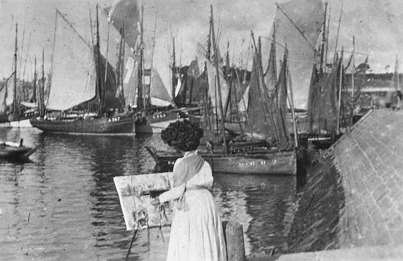 Frances Hodgkins sketching at Concarneau, Brittany, August 1910  Courtesy the E.H. McCormick Collection  Alexander Turnbull Library