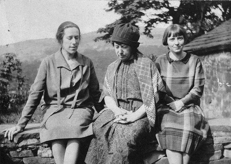 Hannah Ritchie, Frances Hodgkins and Jane Saunders, c. 1925   Courtesy the Katherine Ritchie Collection  Alexander Turnbull Library