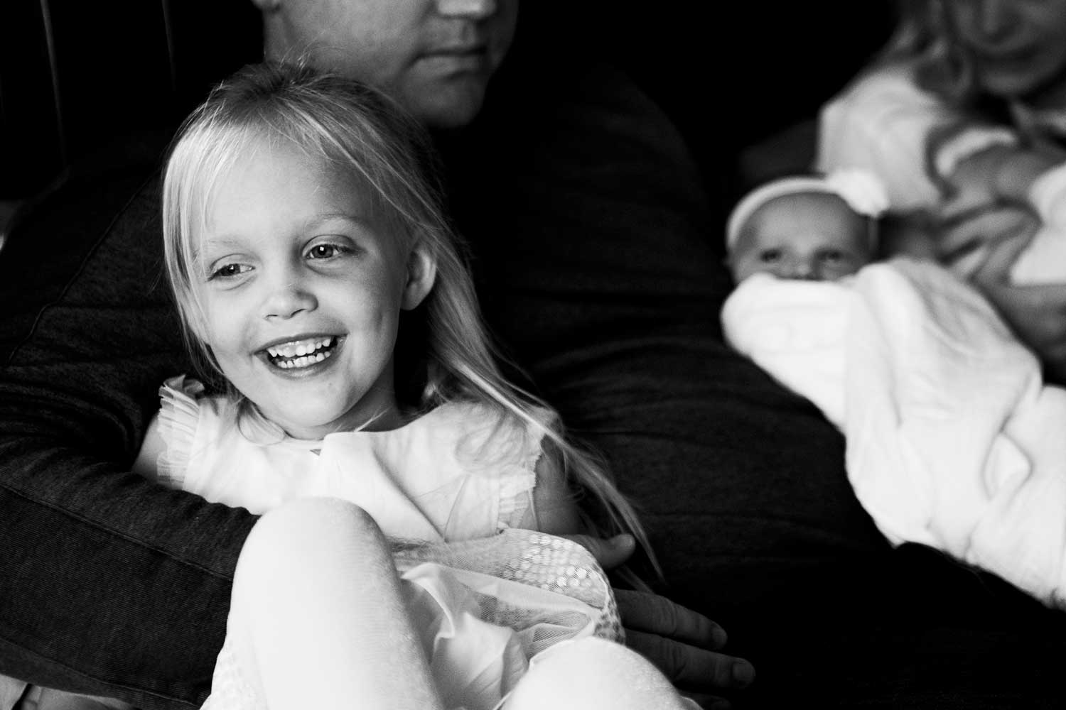 Family on bed, Newborn, Amy Wright Photography, Roseville Family Photographer