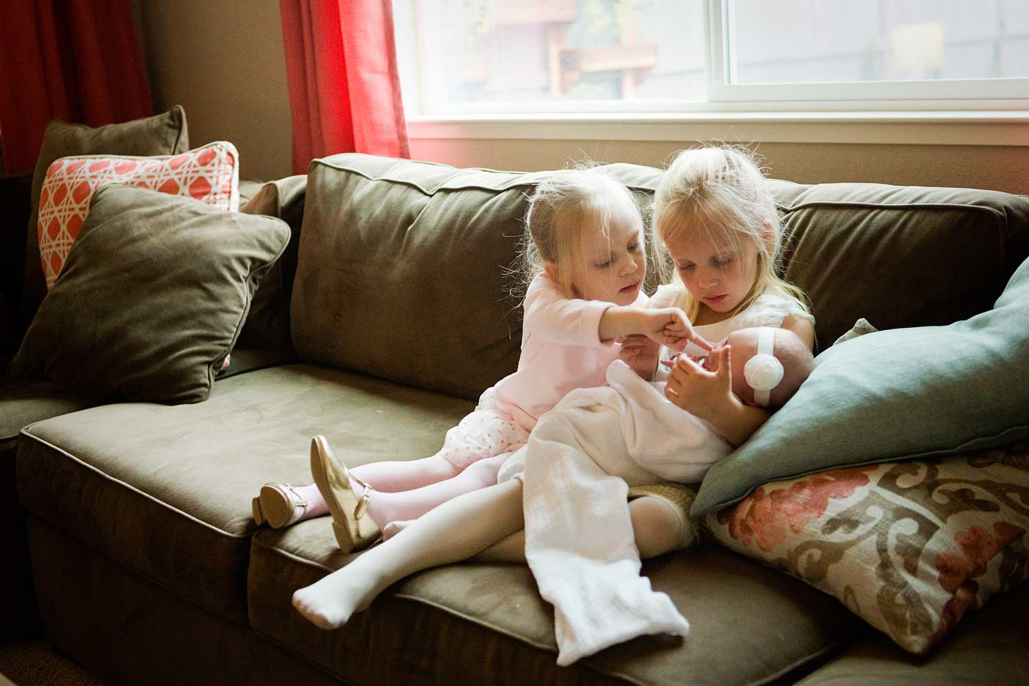 Sisters, Newborn, Amy Wright Photography, Roseville Family Photographer