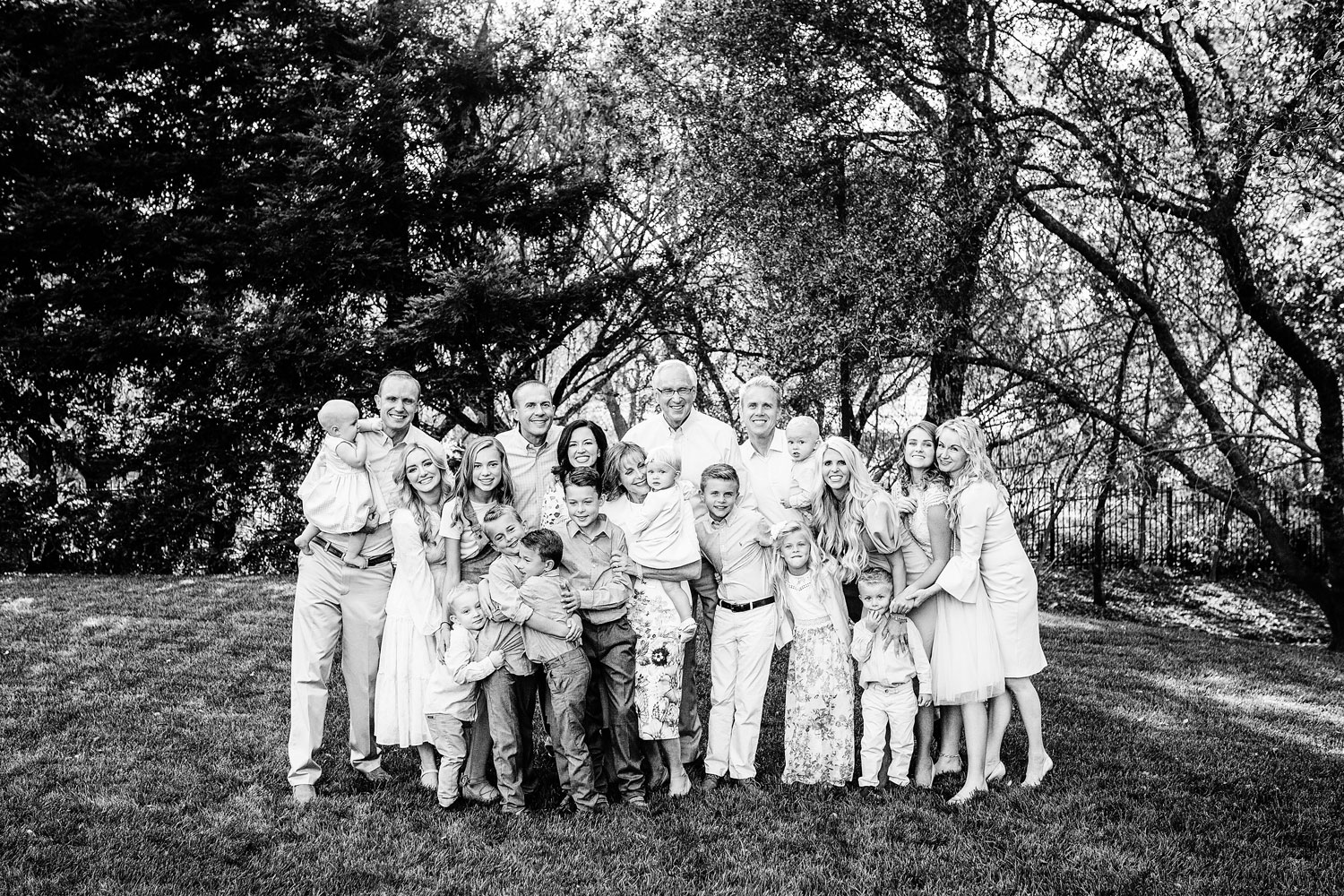 A large group extended family photo session takes place in the Sacramento, California area with Amy Wright Photography.