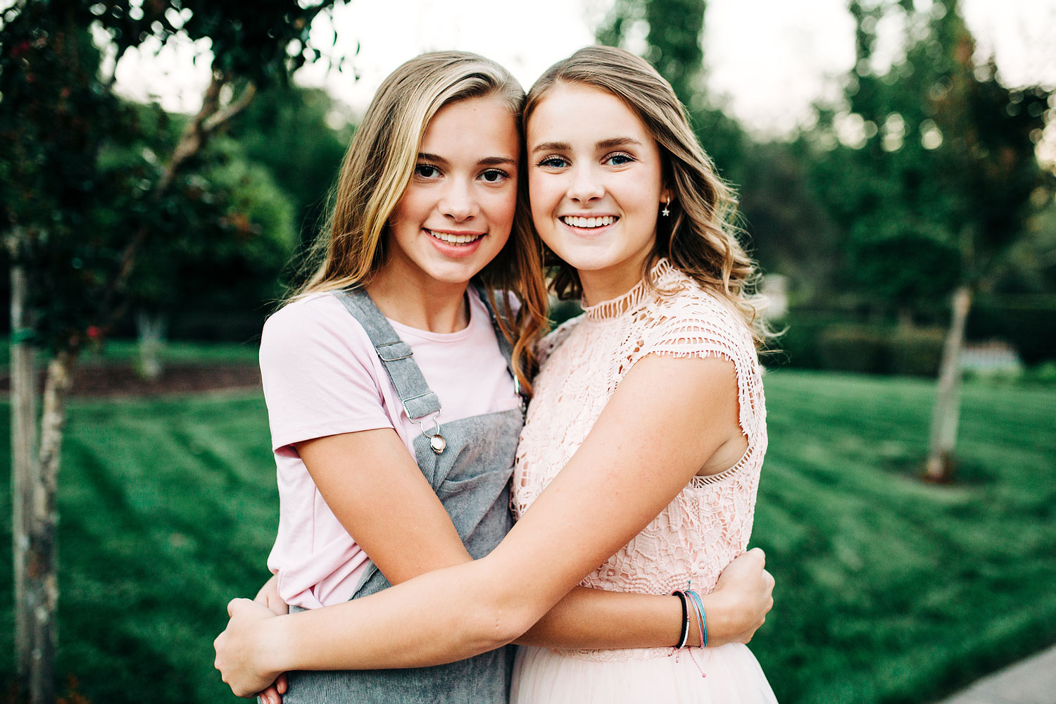 Two cousins happily embrace during an extended family photo shoot with Amy Wright Photography in Northern California.