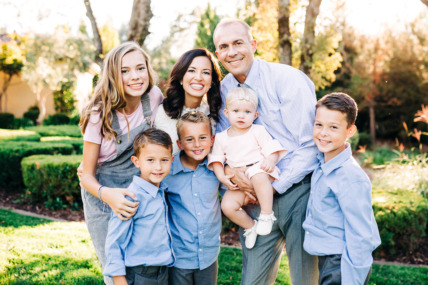 A family of six lean in together during a photo shoot with Amy Wright Photography in Sacramento, California.