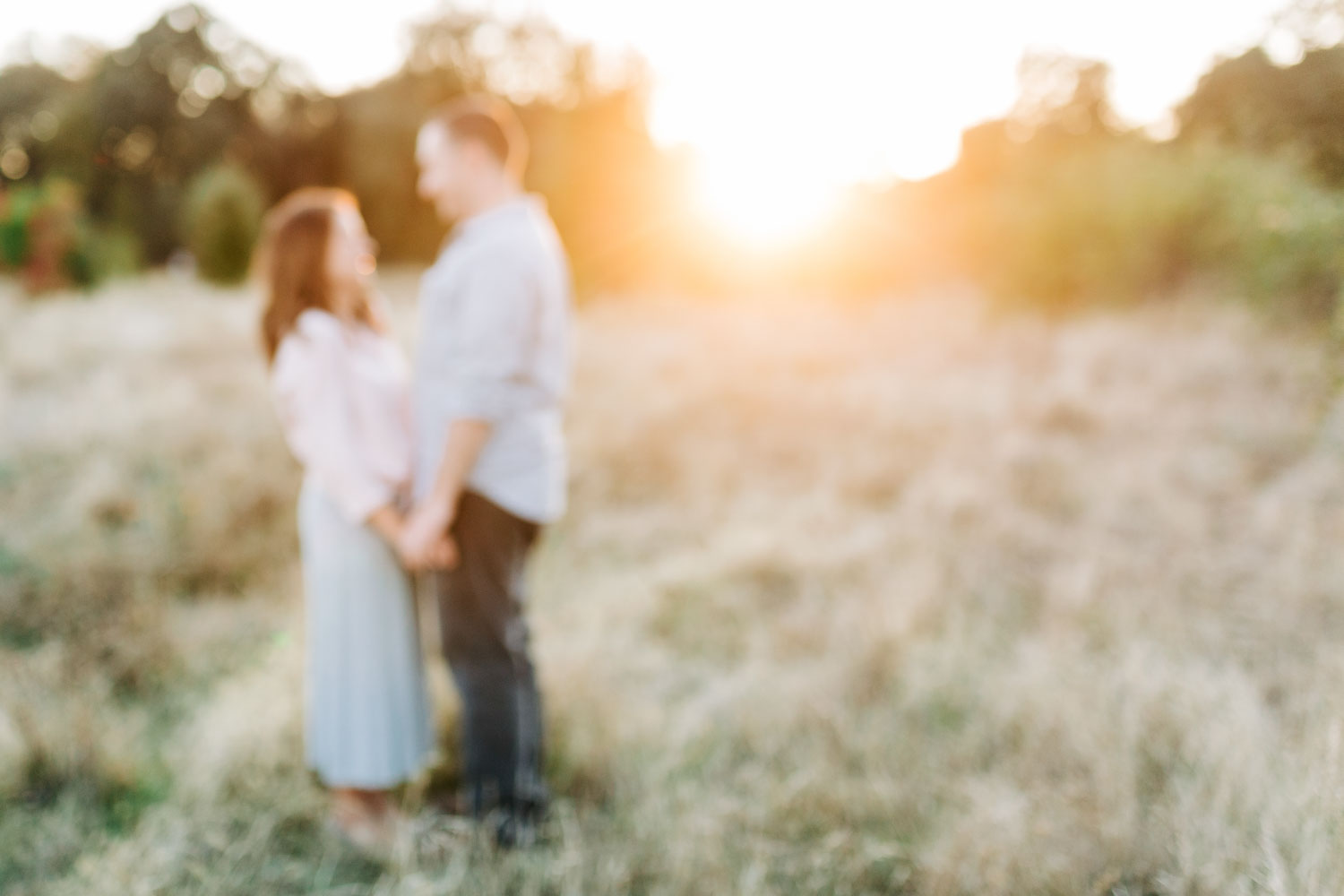 An intentionally out-of-focus photo shows the dreamy connection between a couple during a family photo session with Amy Wright Photography based out of Sacramento, California.