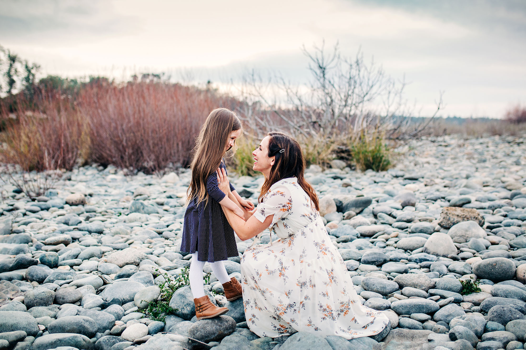 A mother and daughter share a moment that is captured by Amy Wright Photography in Sacramento, California.