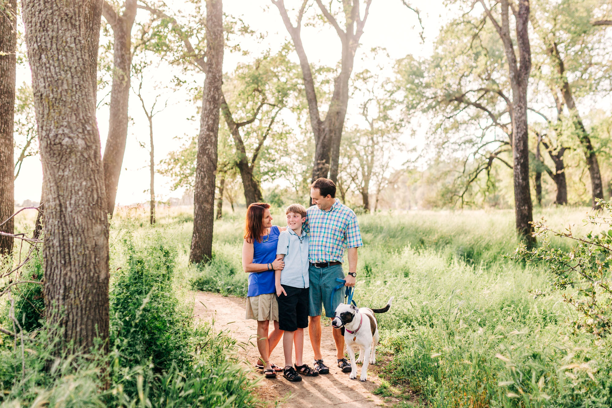 A family connects during a photo session with lifestyle photographer Amy Wright in Roseville, California.