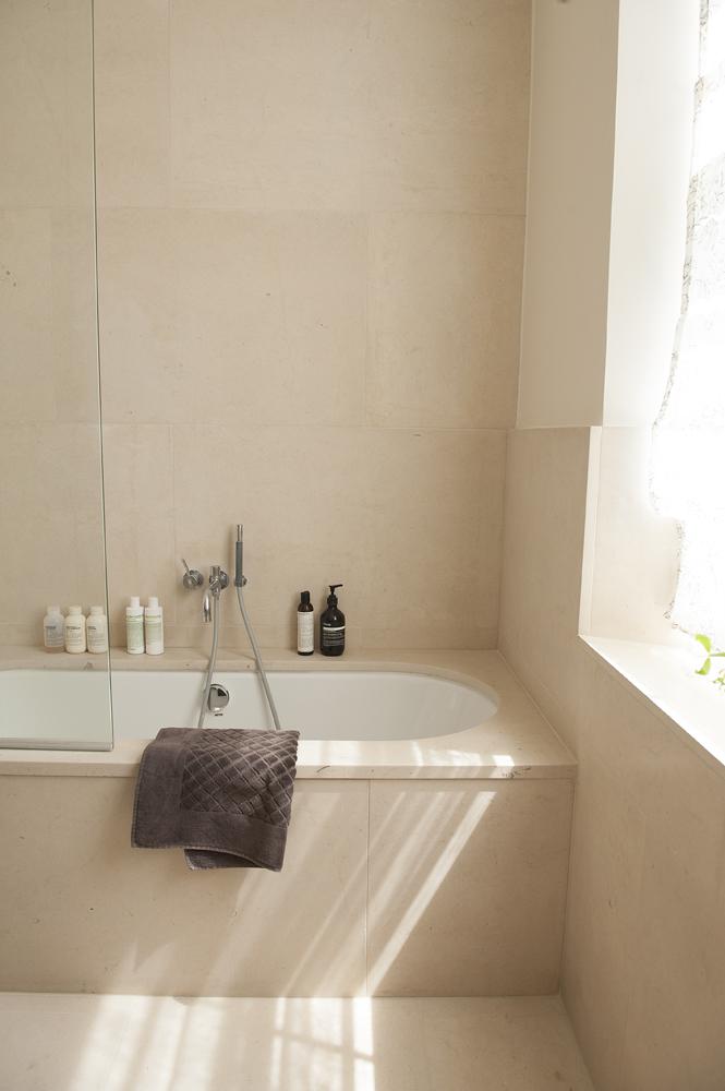 mainbathroom0421.jpg