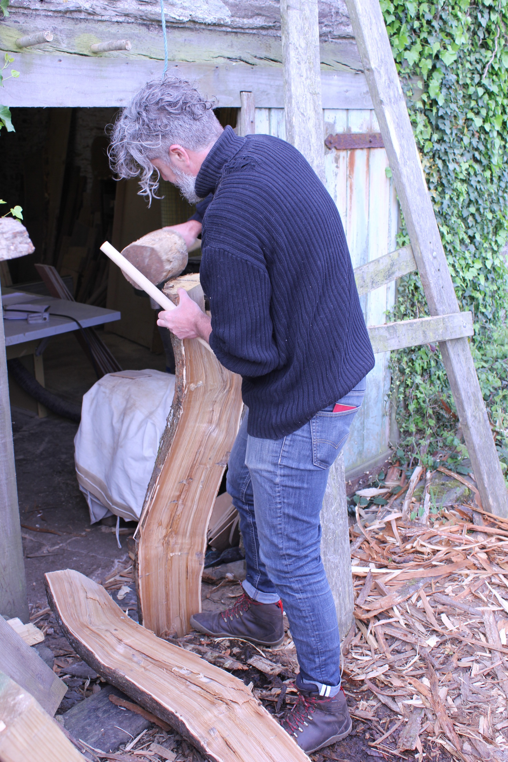 Pete splitting a fantastically free-range piece of chestnut, which became the back rest for his wild chaise/ bench.