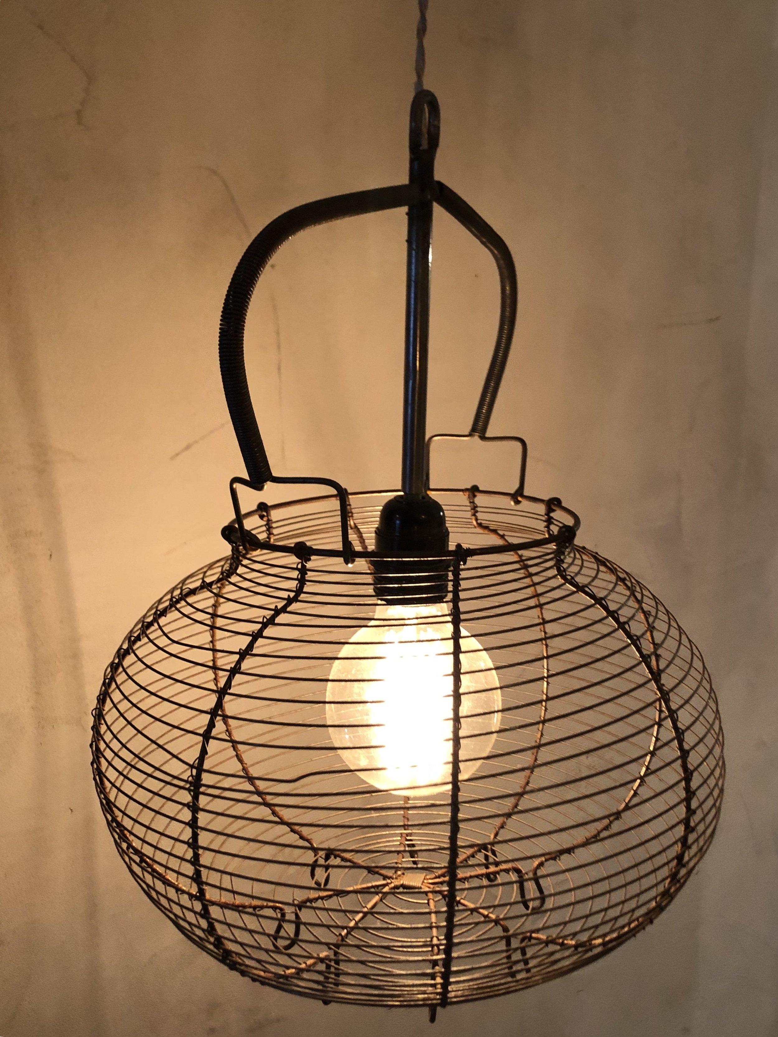 LAMPADA/LAMPADARIO  REALIZZATA CON CESTINO UOVA FRANCESE