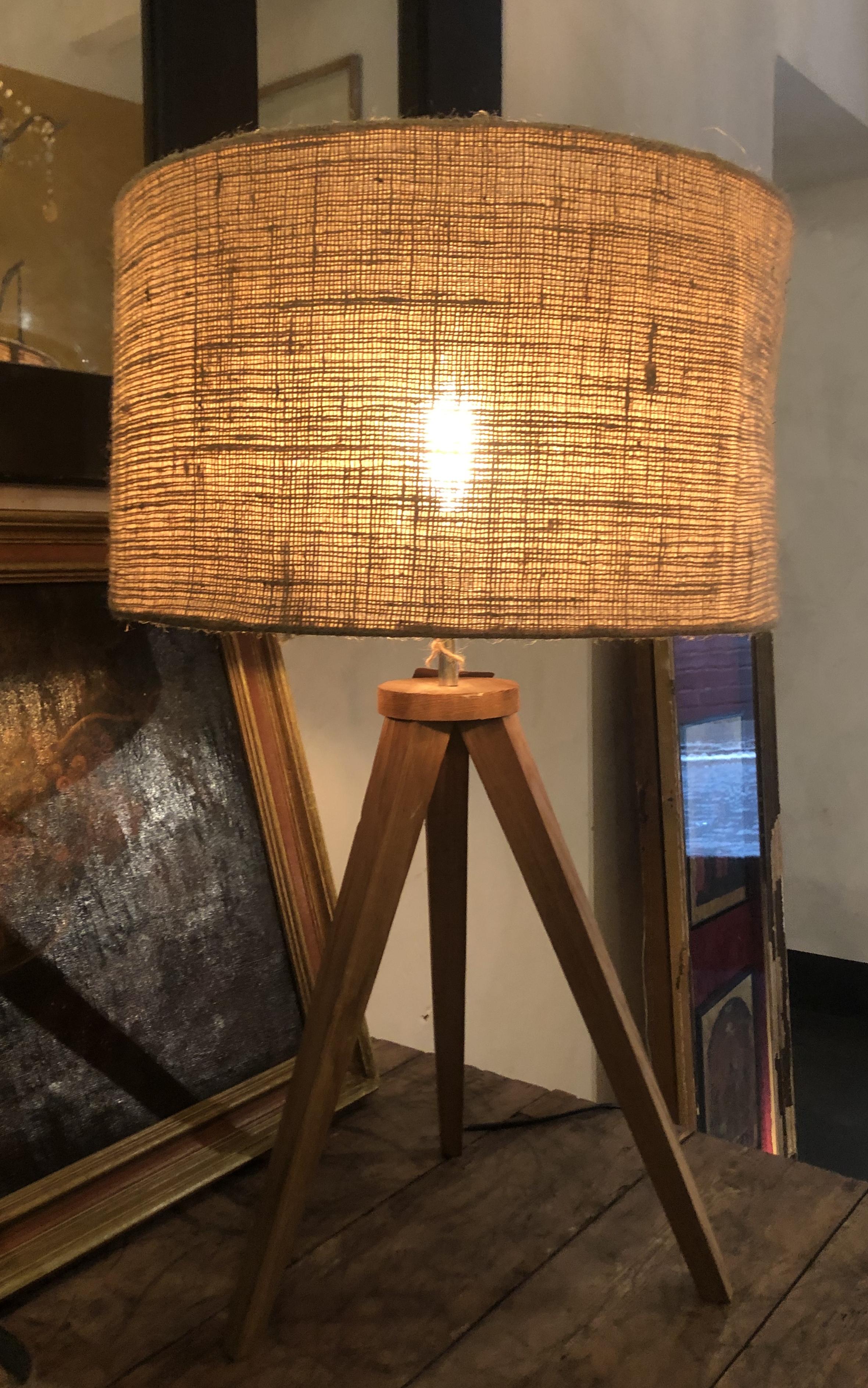 LAMPADA TRE PIEDI IN LEGNO