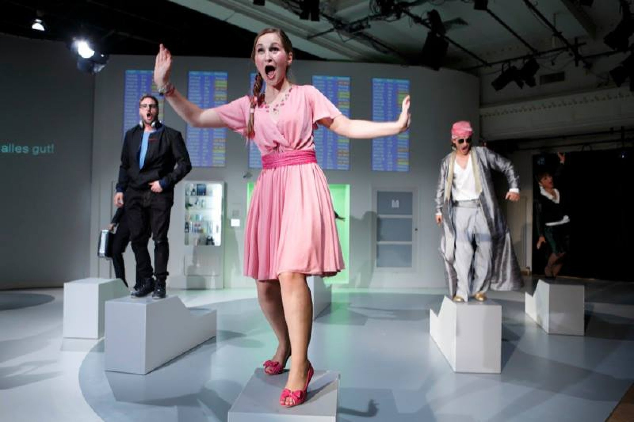Review as London Sheraton in AIRRossini at the Neuköllner Oper Berlin (2013) - Eine temperamentvolle, urkomische London Sheraton spielte Polly Ott. (Polly Ott plays a bubbly and hilarious London Sheraton). Ingrid Wanja, Der Opernfreund