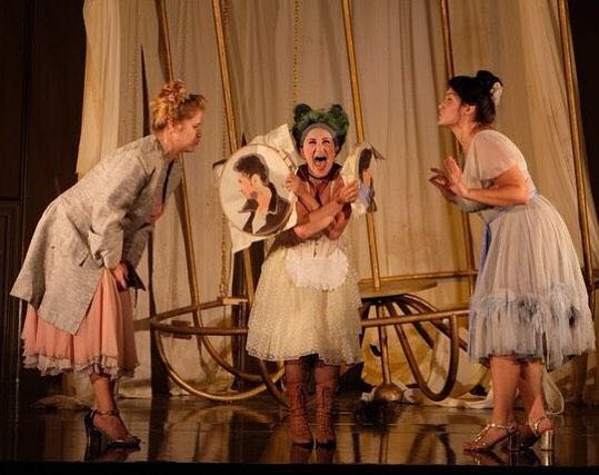 Just one more sleep until Despina can come out to play?! 😆🧚🏻♀️#despina #cosifantutte #firstperformancetomorrow #yeaaaahhhh 📸 Céline Demars