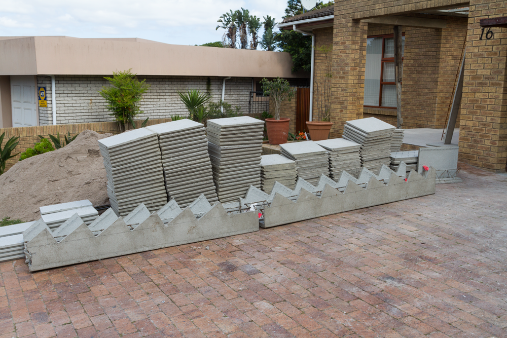 the precast concrete elementas are light and easy to handle.