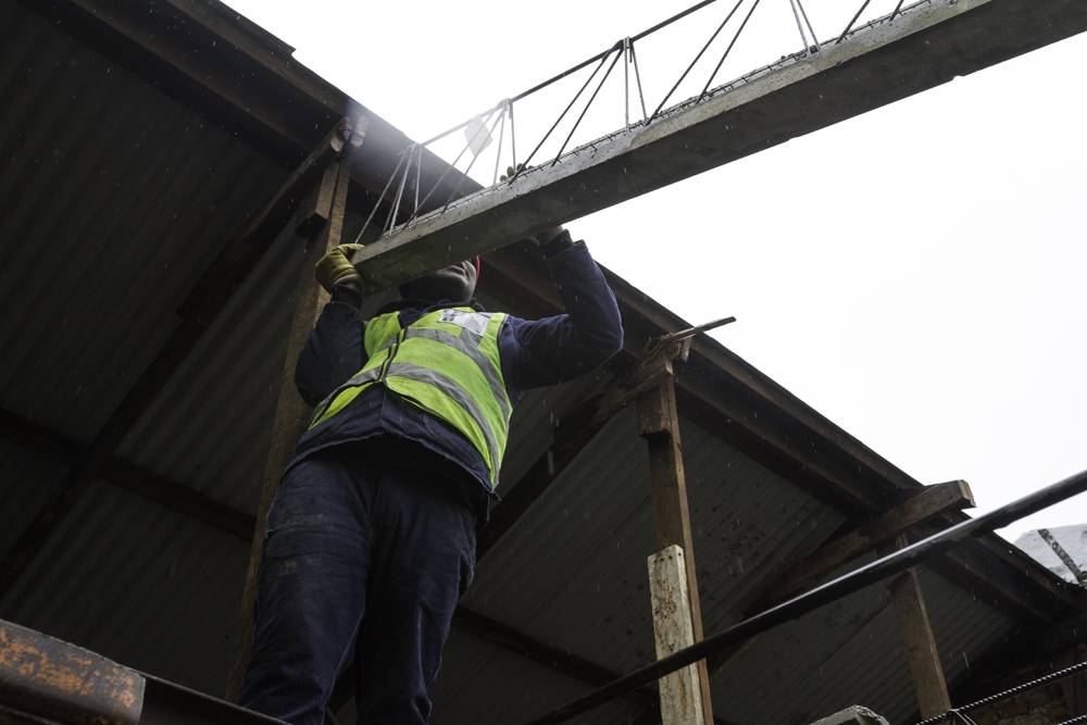 The precast elements don't require any lifting equipment