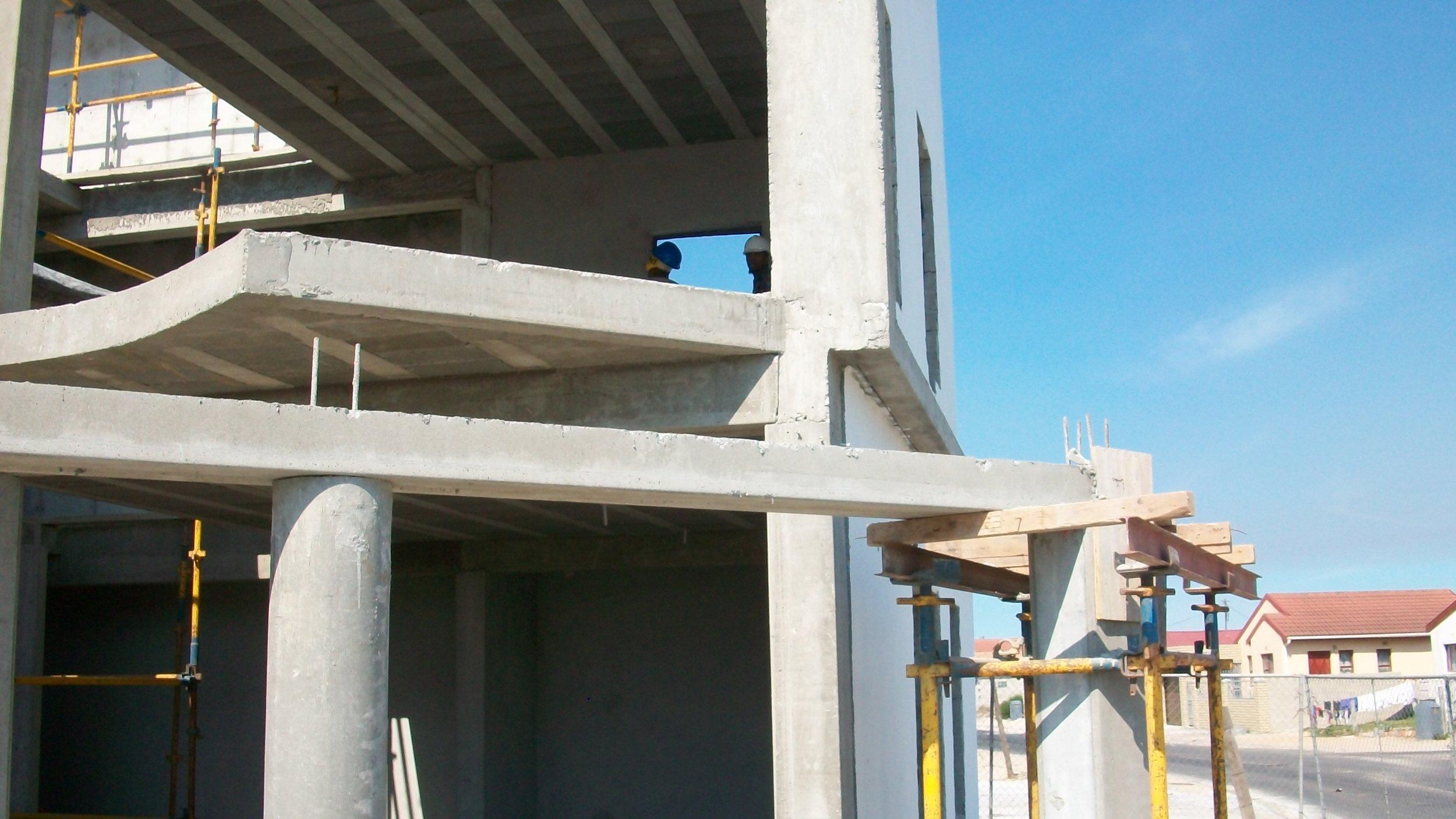 decking, beams and round columns.JPG
