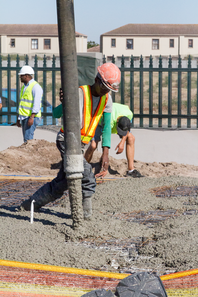 Pouring concrete on Modulo
