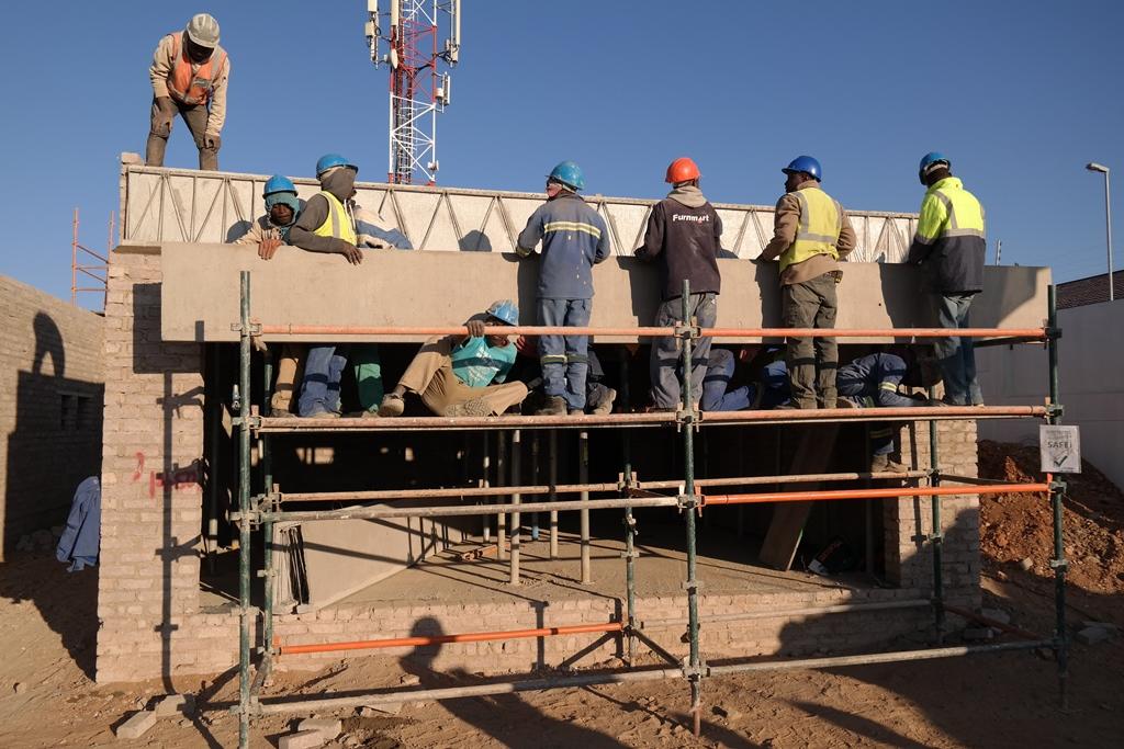Cobute beam installation at Olivia Estate