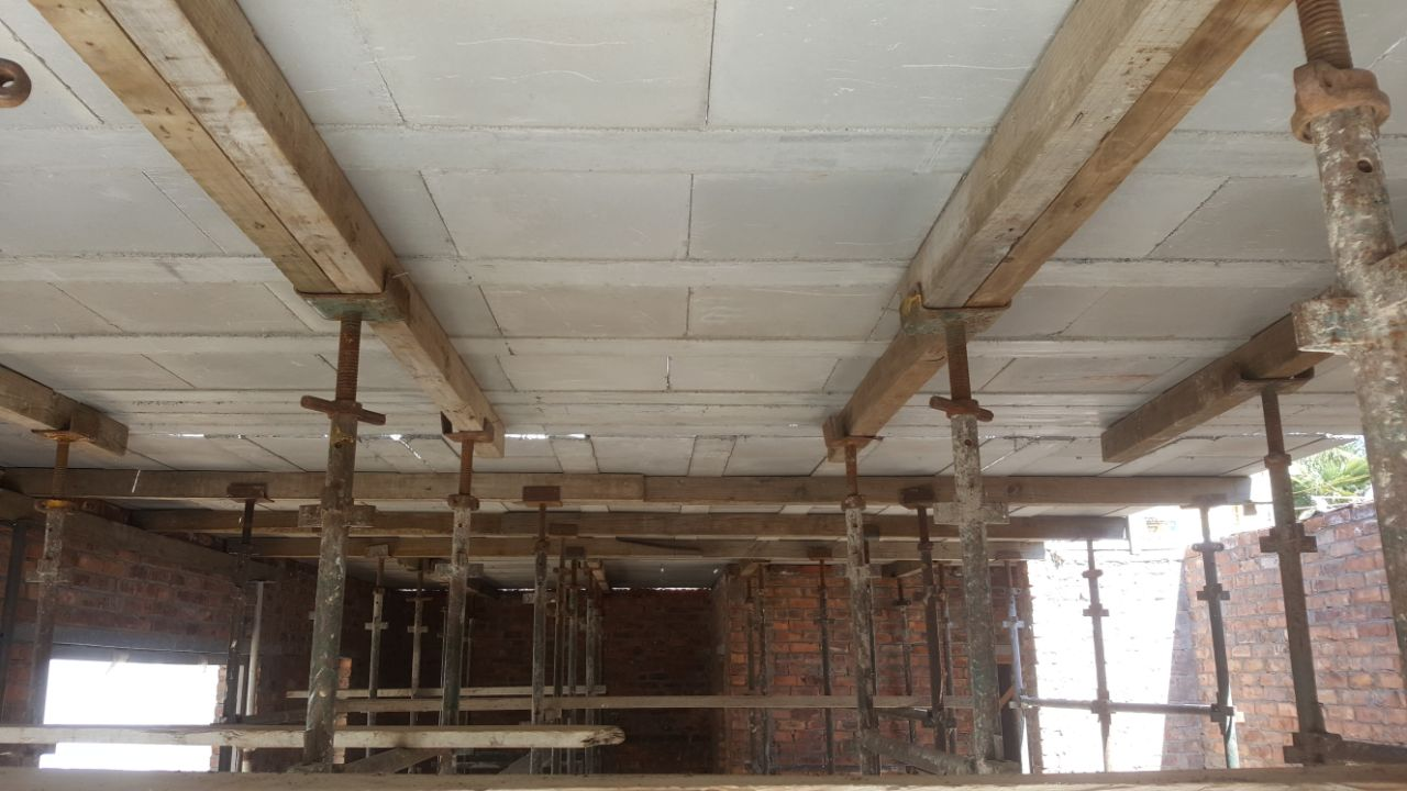 First-floor soffit made with the Cobute precast ribs and panels.