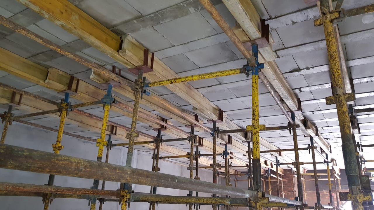 8m span was specified for this commercial project.