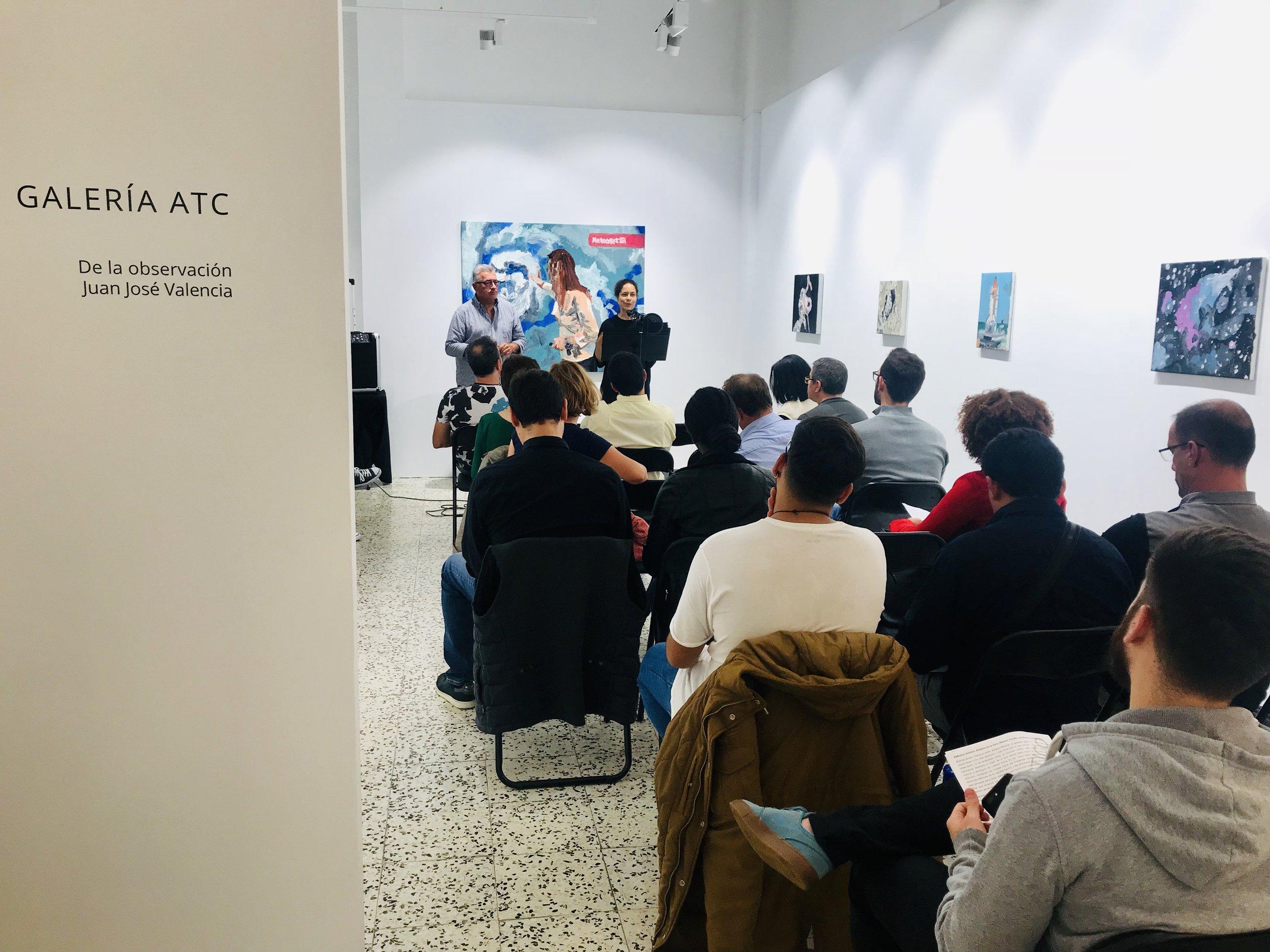 Practicando con los alumnos en distintos escenarios. Simulando la inauguración de una exposición de arte.