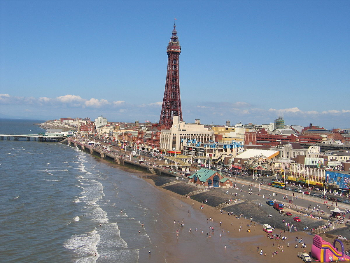 Blackpool_tower_from_central_pier_ferris_wheel.jpg