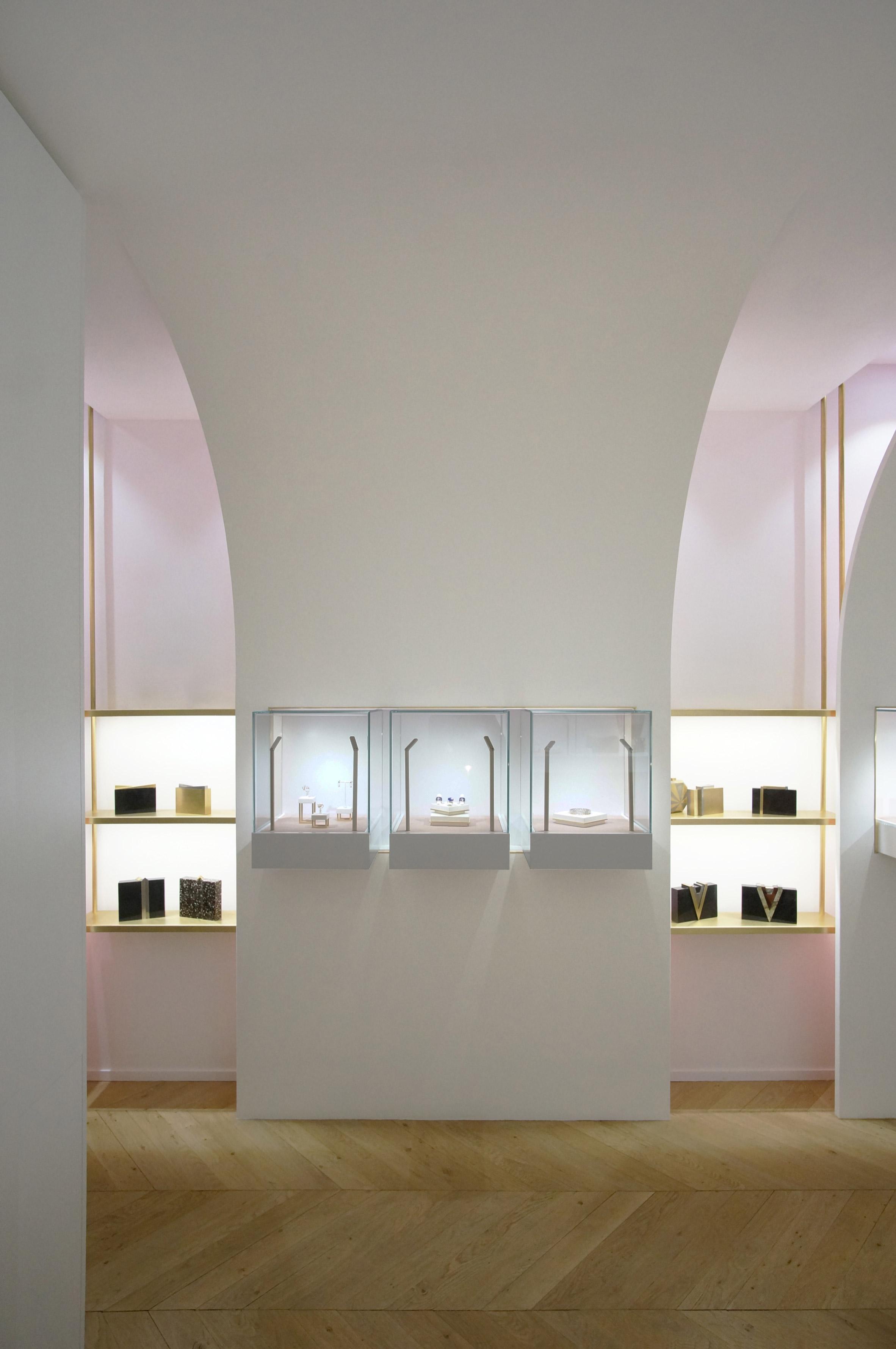 nuun-jewellery-shop-java-architectes-interiors-retail-paris-france_dezeen_2364_col_2.jpg