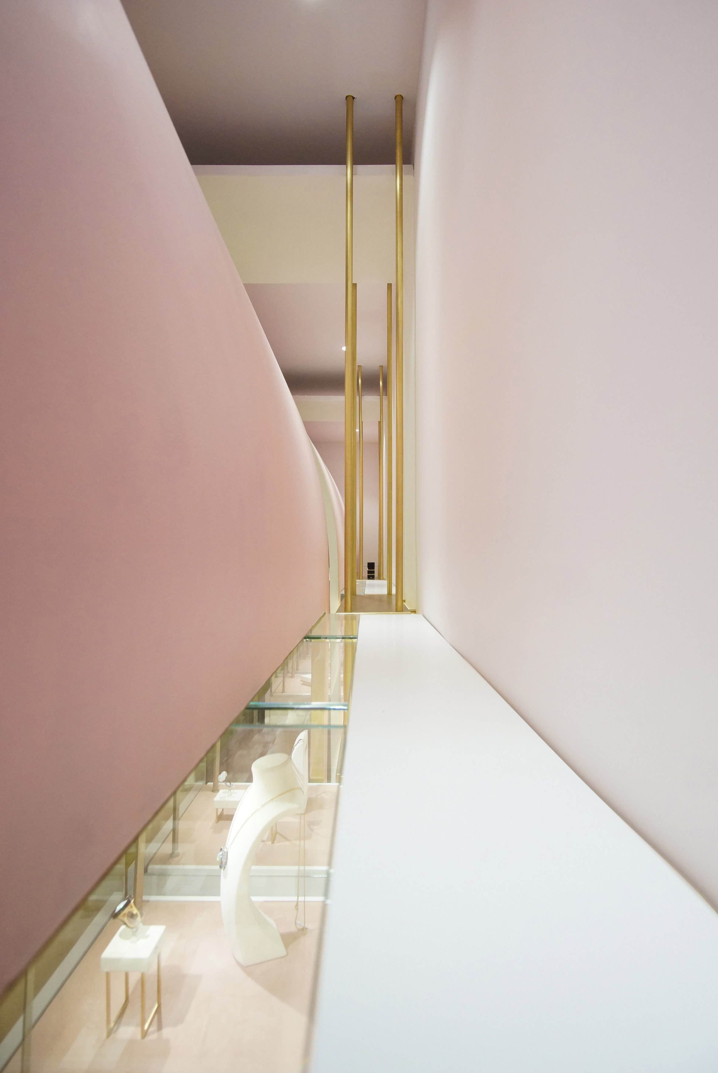 nuun-jewellery-shop-java-architectes-interiors-retail-paris-france_dezeen_2364_col_3.jpg