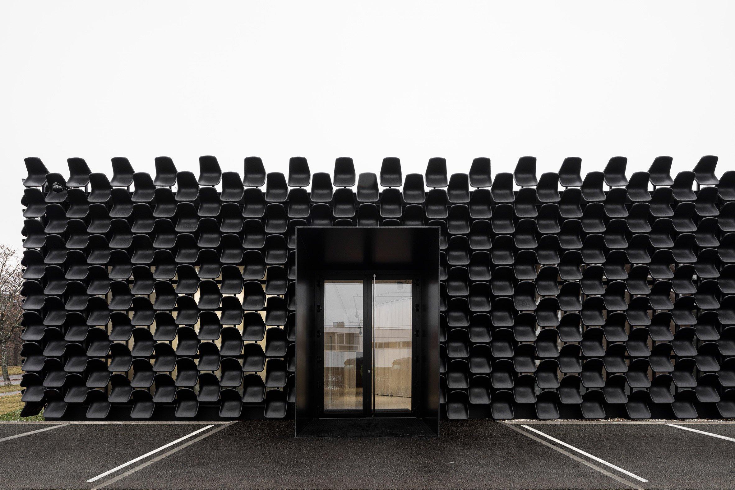 gallery-furniture-chybik-kistof-architecture-retail-czech-republic_dezeen_2364_col_1.jpg
