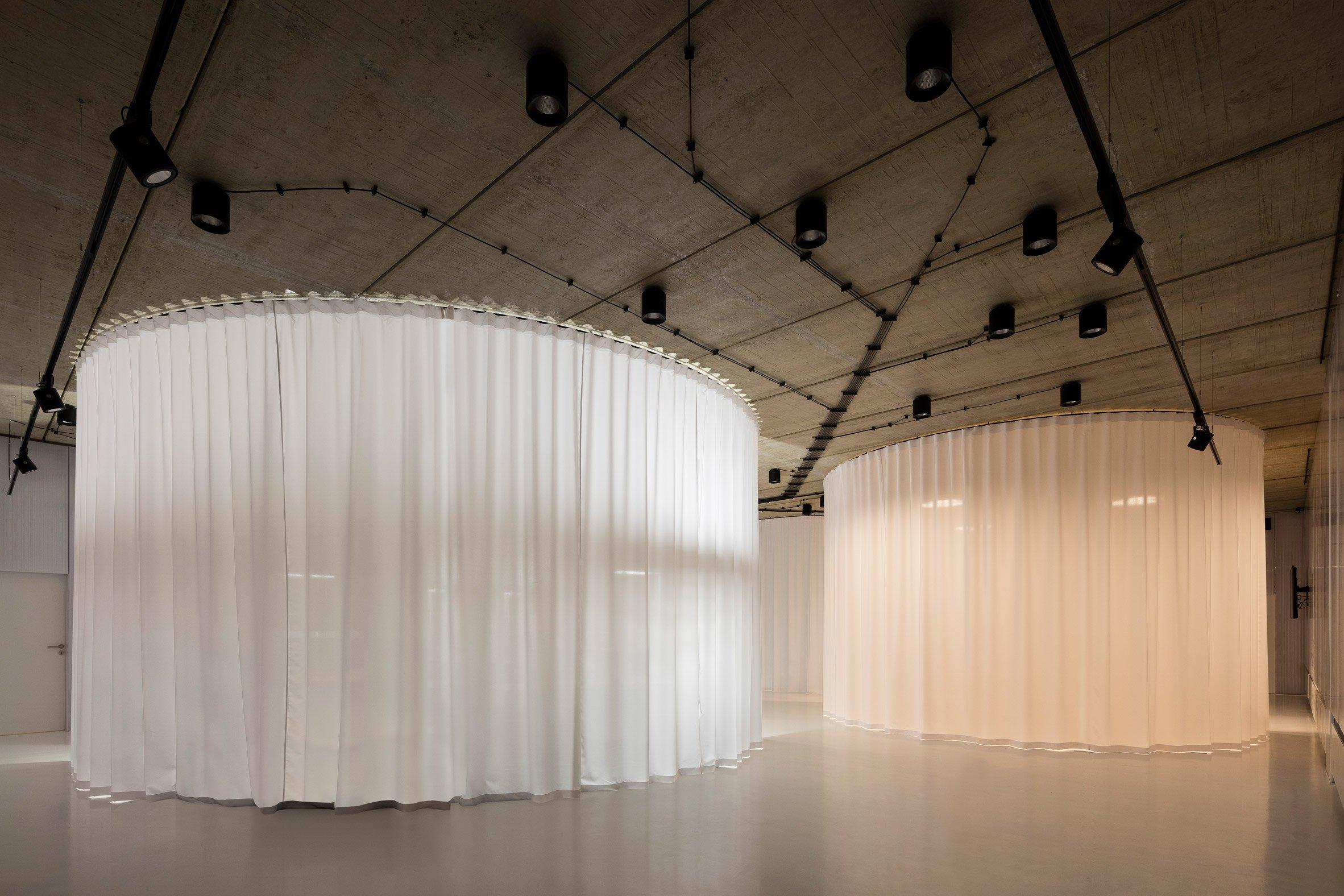 gallery-furniture-chybik-kistof-architecture-retail-czech-republic_dezeen_2364_col_8.jpg