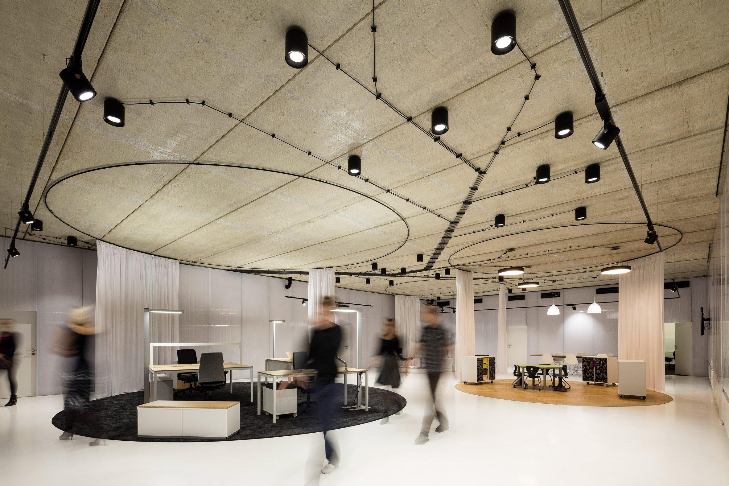 gallery-furniture-chybik-kistof-architecture-retail-czech-republic_dezeen_2364_col_4.jpg