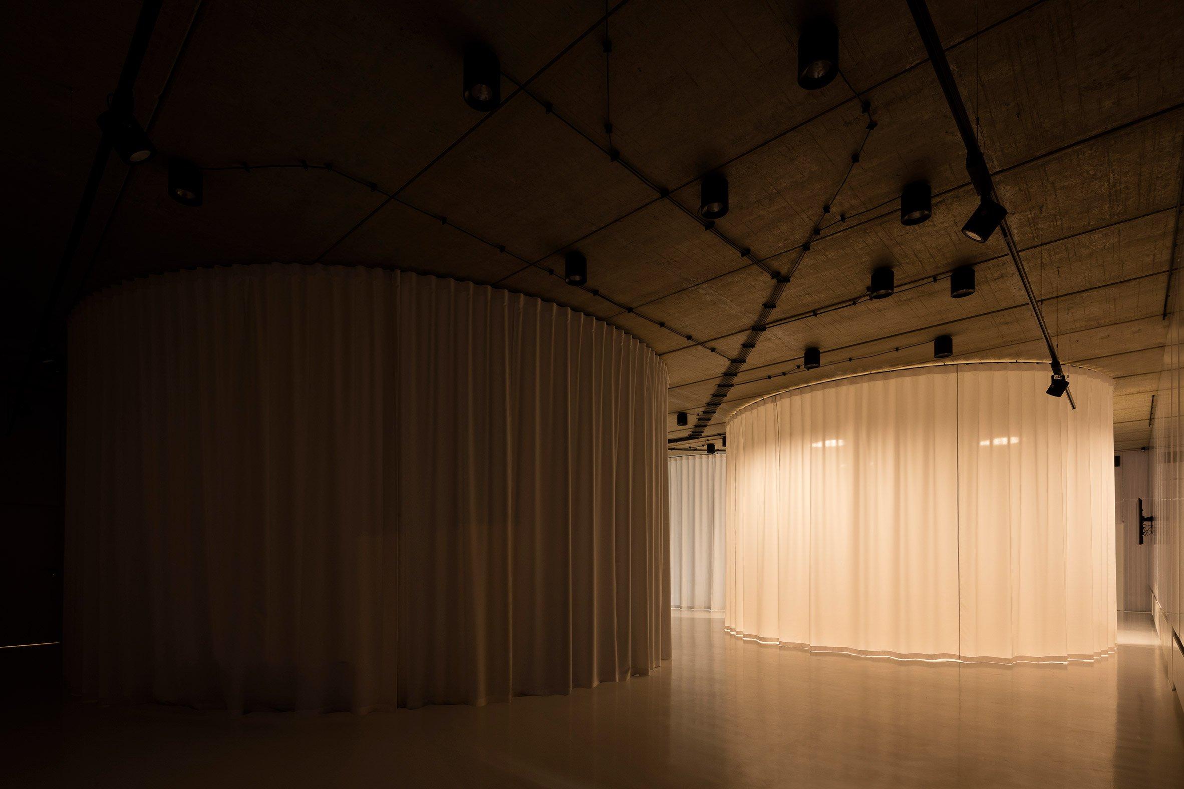 gallery-furniture-chybik-kistof-architecture-retail-czech-republic_dezeen_2364_col_9.jpg