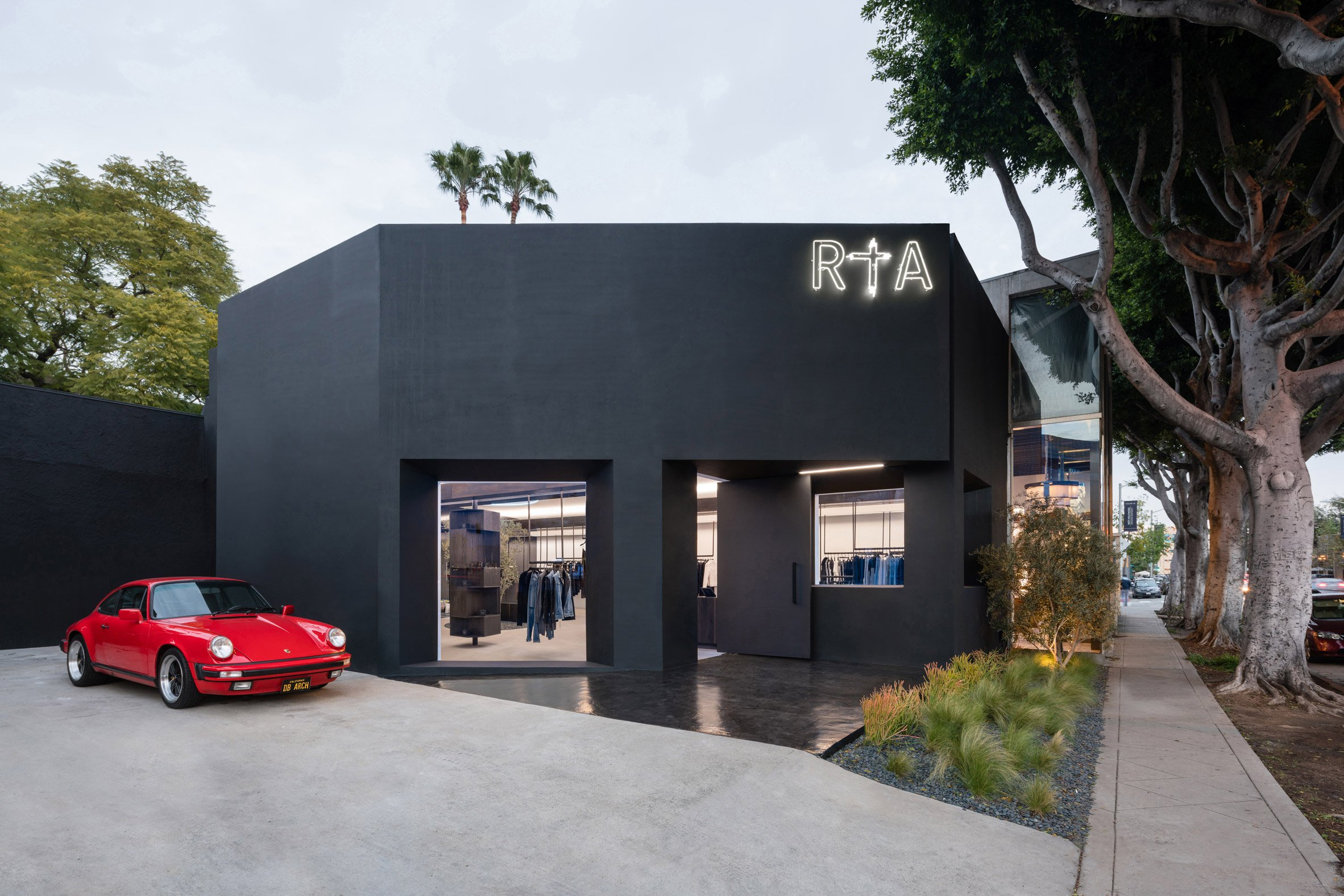 road-to-awe-flagship-dan-brunn-architecture-los-angeles-usa_dezeen_2364_col_8.jpg