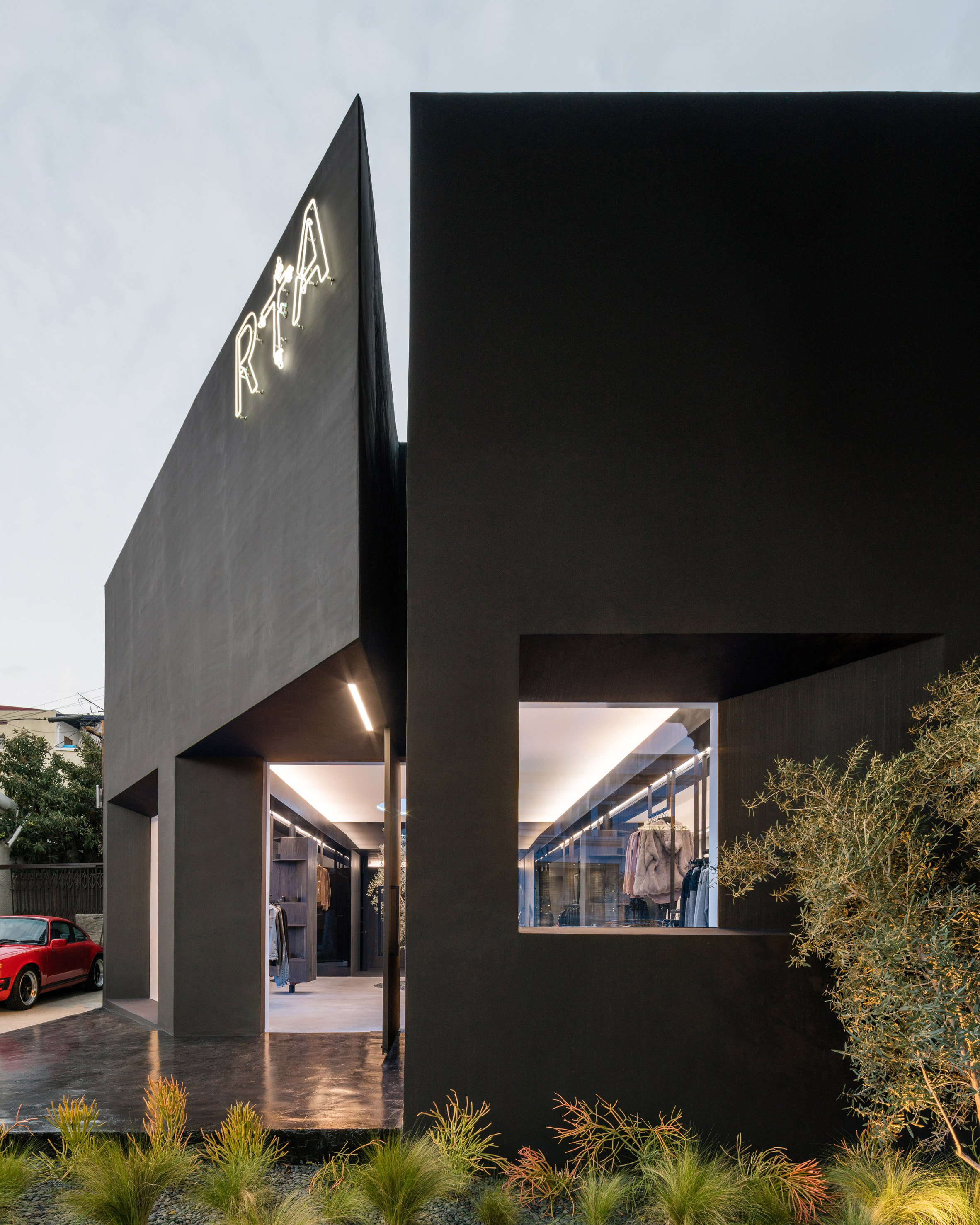 road-to-awe-flagship-dan-brunn-architecture-los-angeles-usa_dezeen_2364_col_9.jpg